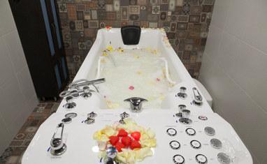 Дар Калифа - Гидромассажная ванная с подводным массажным душем  - фото 2
