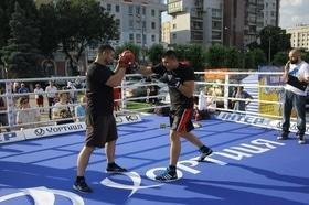 Фото 37 - Боксерский ринг в центре Черкасс (открытая тренировка 'K2 Promotions Ukraine')