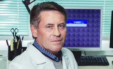 Кушнир Владимир Дмитриевич – врач хирург-онколог (заболевания молочной железы) высшей категории. Стаж 20 лет.