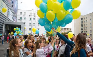 День Независимости. Черкассы 2016. Запуск патриотических шариков - фото 1