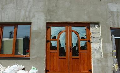 ТОВ Арка-плюс - Нестандартная дверь с выпуклыми стеклопакетами - фото 1