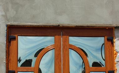 ТОВ Арка-плюс - Нестандартная дверь с выпуклыми стеклопакетами - фото 2