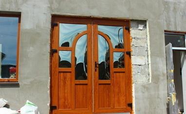 ТОВ Арка-плюс - Нестандартная дверь с выпуклыми стеклопакетами - фото 5