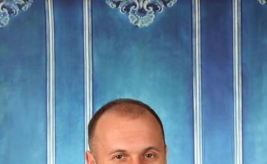 Ахрамчук Володимир Володимирович – головний лікар (хірург-імплантолог)