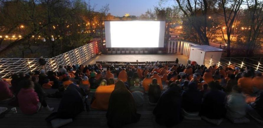 'В Юбилейном парке вновь работает летний кинотеатр'