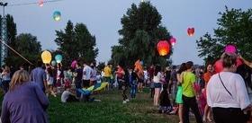 Статья 'Благотворительный запуск небесных фонариков: фоторепортаж'