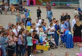 Статья 'Парад детских колясок в патриотичном стиле '