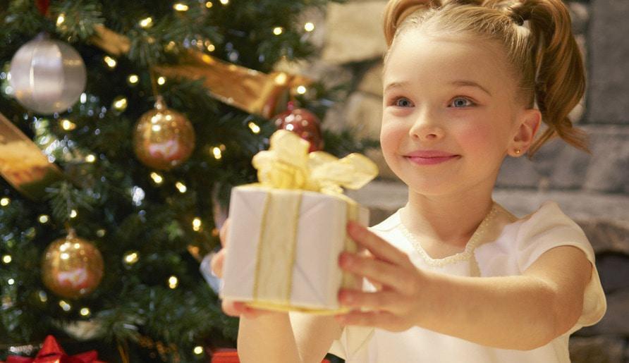 Гид по новогодним подаркам: что презентовать женщине?