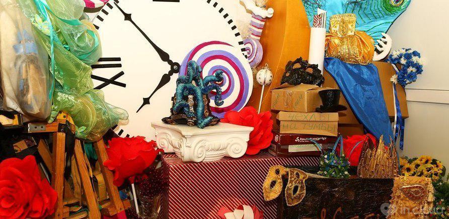 Фото 2 - Любимая бутафория основательниц костюмерной – рога, короны и человеческие сердца