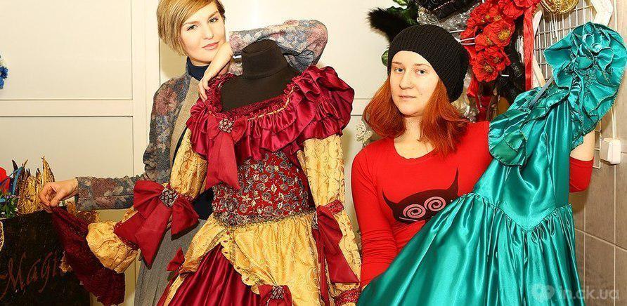 Фото 3 - Любимая бутафория основательниц костюмерной – рога, короны и человеческие сердца