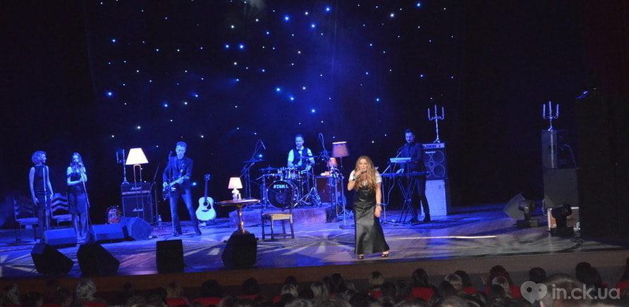 """Всеукраїнський тур """"Спасибо, мама"""" охоплює 60 українських міст і повторює маршрут, по якому Могилевська вирушила на перші гастролі в 1997 році з програмою """"Ла-ла-ла"""" - фото 1"""