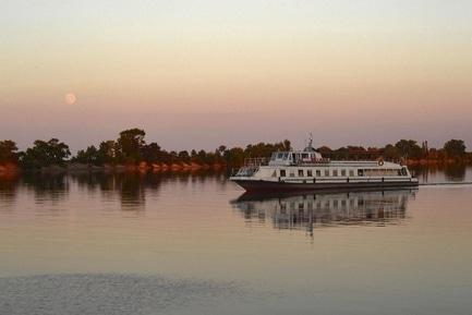 'Маевка' - статья Черкасщане смогут прогуляться по Днепру на теплоходе уже на этой неделе
