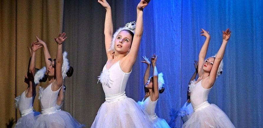 В ЦДЮТ дітей вчать і класичного танцю