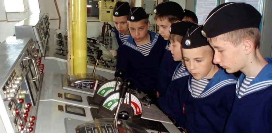 Практика юних моряків проходить на справжніх кораблях