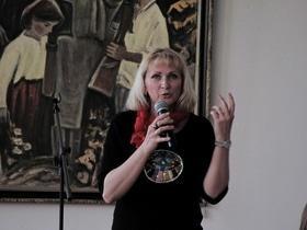 Стаття 'У Черкаси завітала відома письменниця Ірен Роздобудько '