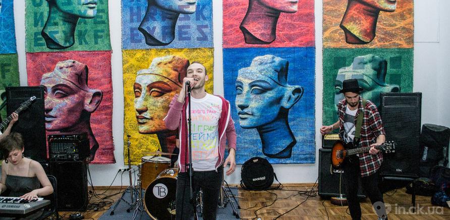 Фото 2 - Музей развлекал жителей города выставками, концертом черкасских музыкантов, мастер-классами, кинопоказом и боди-артом