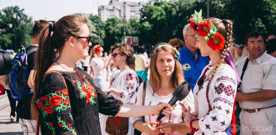 Фото 1 - В Черкассах шествие в вышиванках организовывают несколько лет подряд