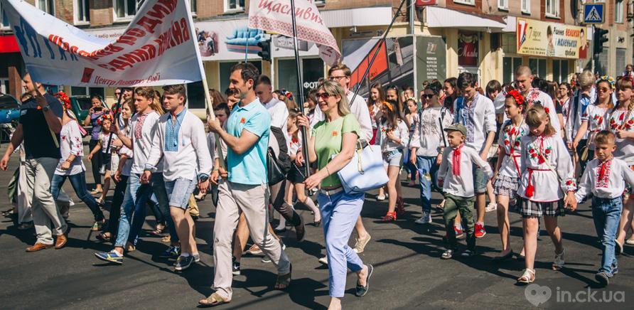 Фото 1 - Патриотическая акция призвана популяризировать национальную одежду и украинские традиции