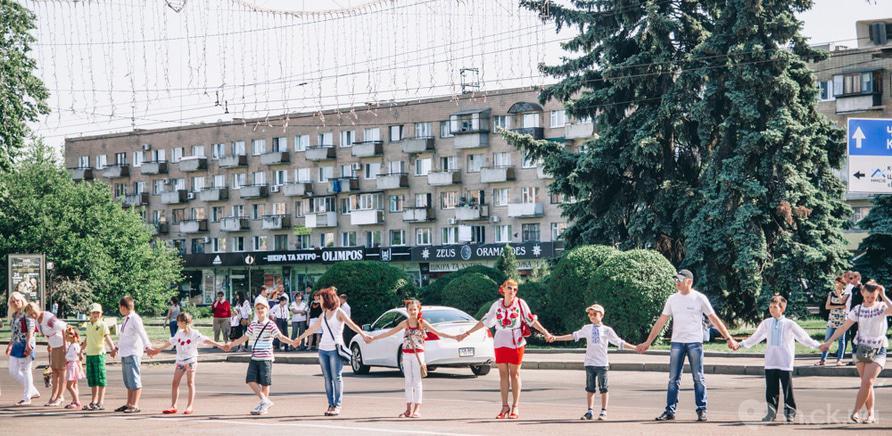 Фото 2 - Патріотична акція покликана популяризувати національний одяг і українські традиції