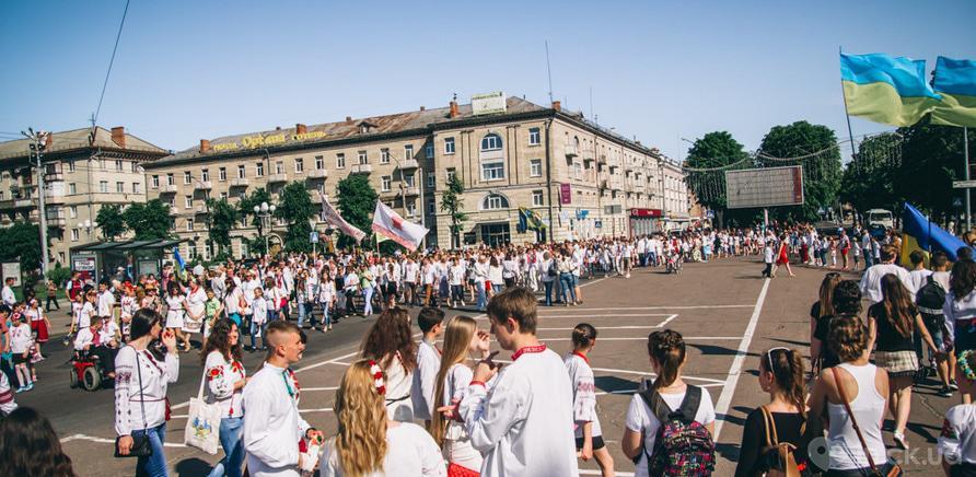 Фото 3 - Патриотическая акция призвана популяризировать национальную одежду и украинские традиции