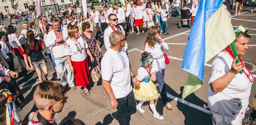 Фото 4 - Патриотическая акция призвана популяризировать национальную одежду и украинские традиции