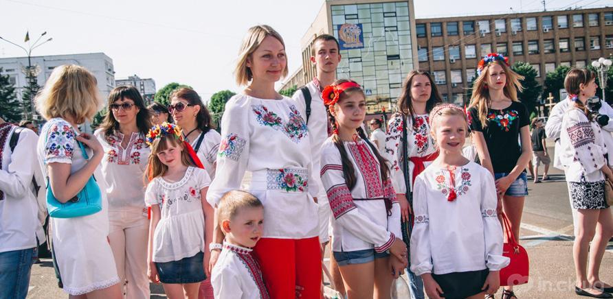 Фото 8 - Патриотическая акция призвана популяризировать национальную одежду и украинские традиции
