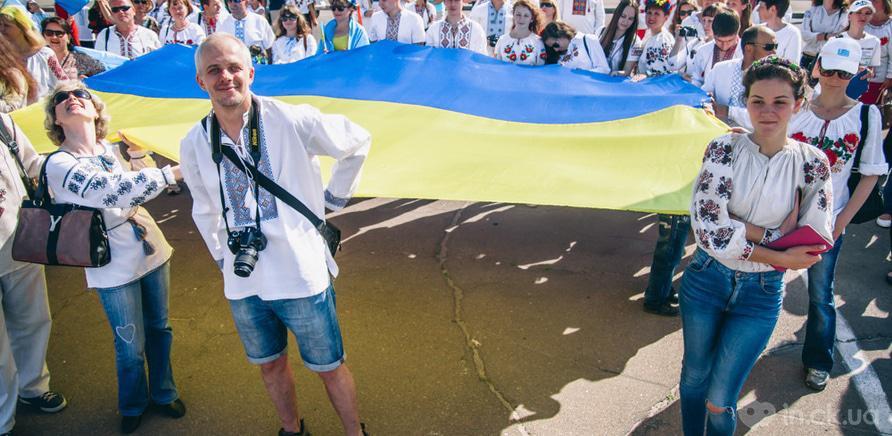 Фото 9 - Патриотическая акция призвана популяризировать национальную одежду и украинские традиции