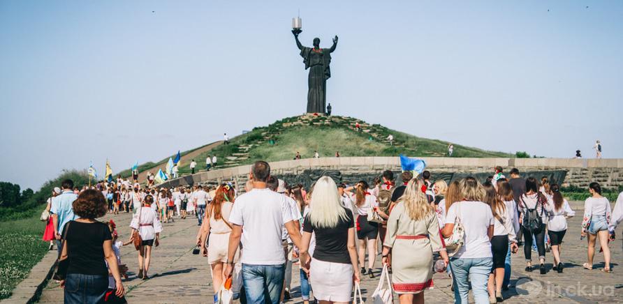 Фото 14 - Патриотическая акция призвана популяризировать национальную одежду и украинские традиции