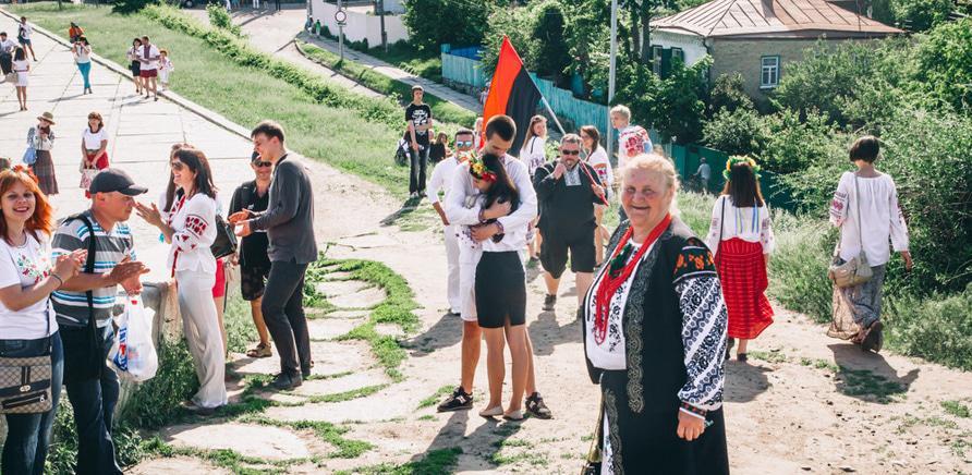 Фото 15 - Патриотическая акция призвана популяризировать национальную одежду и украинские традиции