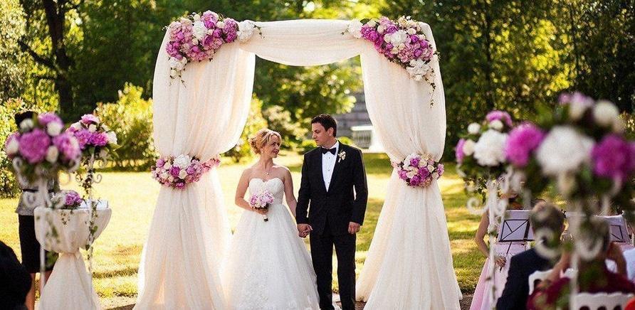'Выездная церемония или РАГС: сколько стоит регистрация брака?'