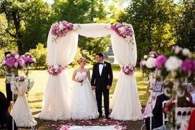 Статья 'Выездная церемония или РАГС: сколько стоит регистрация брака?'