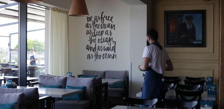 """Фото 2 - Інтер'єр ресторану """"Faro del Porto"""" на черкаському пірсі"""