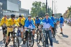 Стаття 'Черкащани утворили найбільший рухомий прапор України'