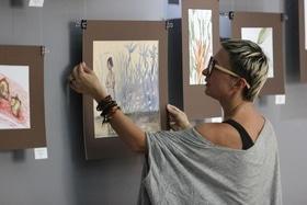 """Стаття 'Тетяна Черевань презентувала картини, написані """"Далеко від дому""""'"""