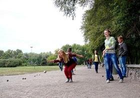 Статья 'Черкасщане осваивают необычную игру – петанк'