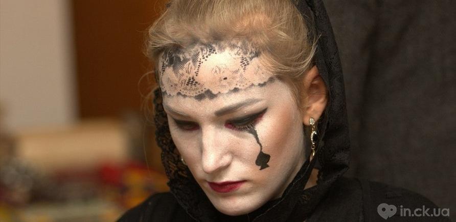 Фото 1 - Художественный музей заполнила хэллоуинская нечисть