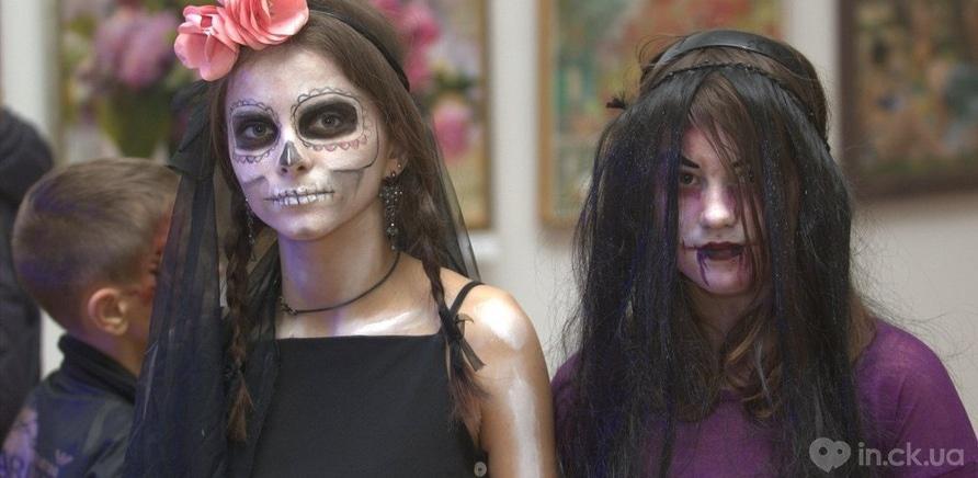 Фото 3 - Художественный музей заполнила хэллоуинская нечисть