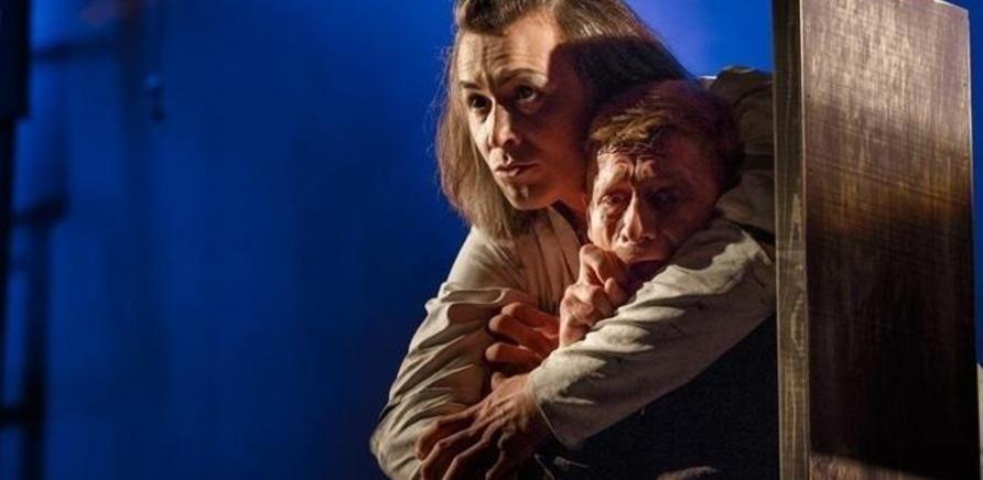 'Выиграй 2 билета на спектакль 'DRACULA' с Сергеем Бабкиным'