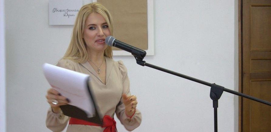 'Известная певица Ольга Горбачева презентовала черкасщанкам фотовыставку'