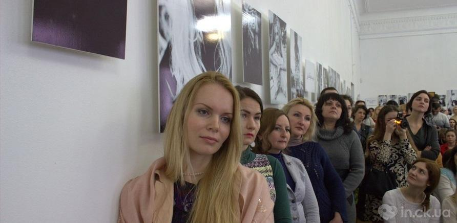 Фото 7 - Известная певица Ольга Горбачева презентовала черкасщанкам фотовыставку