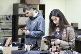Статья 'В Черкассах можно посмотреть, как создают уникальные кожаные аксессуары'