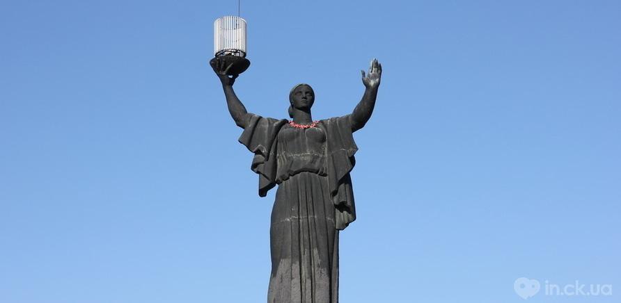 Фото 1 - Пам'ятники Черкас