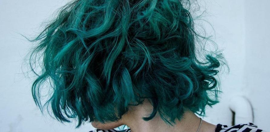 'Смелое решение: черкасщанки с необычным цветом волос и прической'