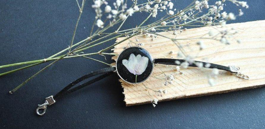 'Черкасщанка создает украшения из сухих цветов'