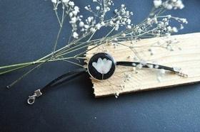 Статья 'Черкасщанка создает украшения из сухих цветов'