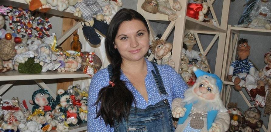 'Черкасщанка шьет интерьерных кукол из капрона'