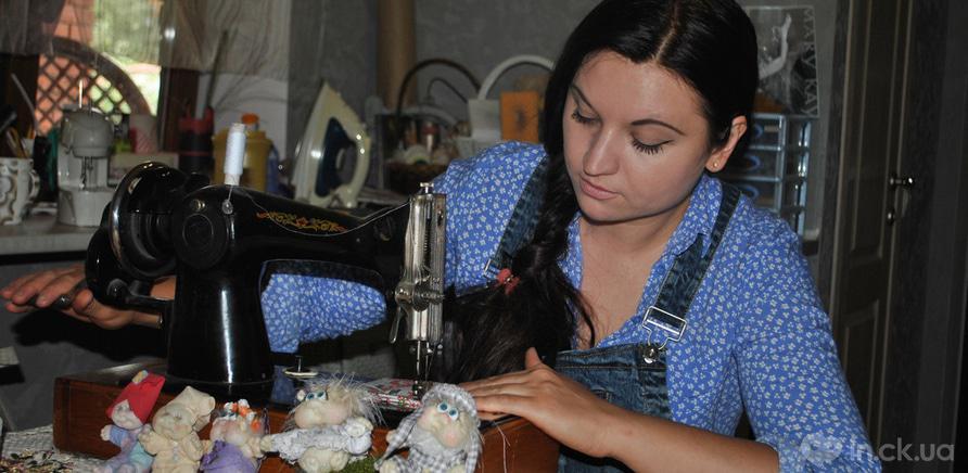 Фото 1 - Черкасская мастерица изготавливает интерьерные куклы из капрона