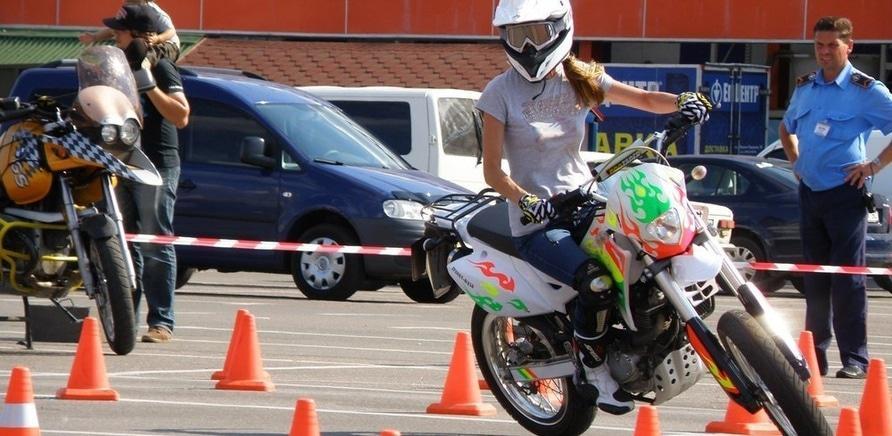 Фото 1 - Мотодрайв: черкасщанки за рулем байков