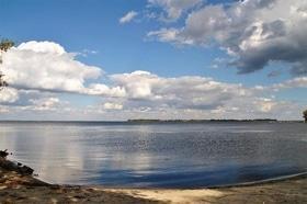 Статья 'Вопрос дня: можно ли купаться в Днепре в конце лета?'
