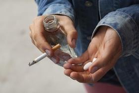 Стаття 'У полоні залежності: як врятувати своїх близьких від наркотиків і алкоголю'
